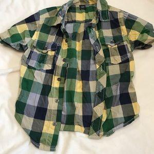 GAP plaid button down short sleeve shirt
